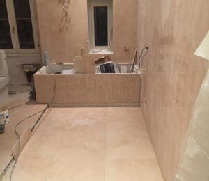 Reformas integrales de piso en Barcelona vinilos suelo baño con bañera y ducha