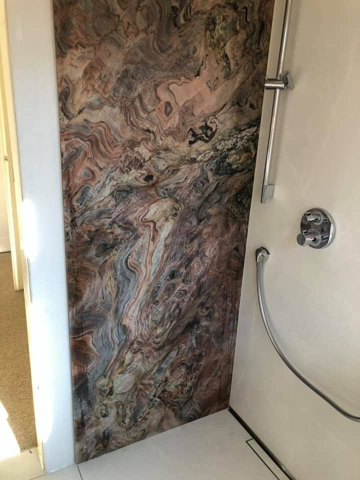 Plato de ducha y mampara de ducha marmol