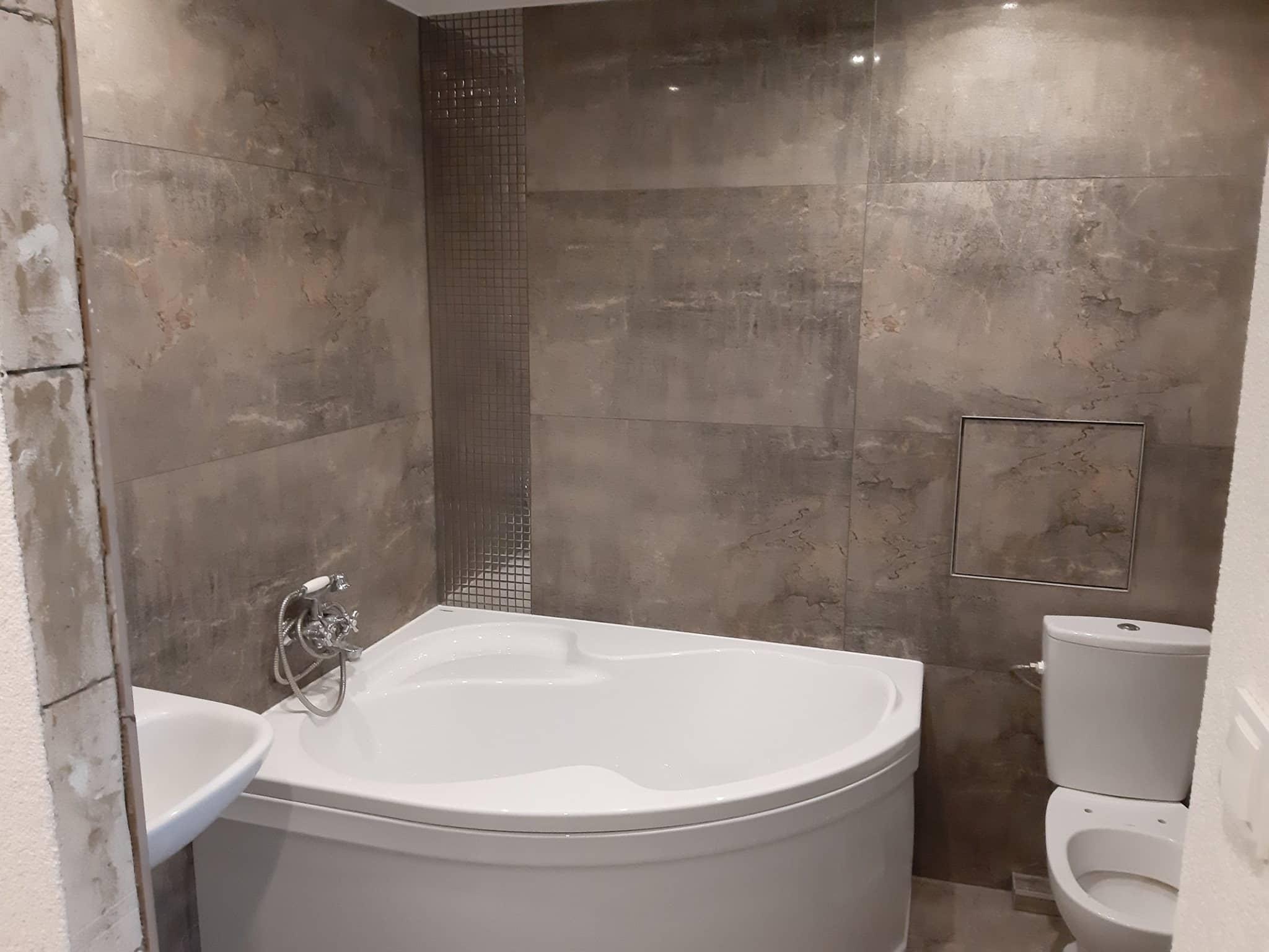 Reformas integrales de viviendas Barcelona azulejos suelo y paredes de baño