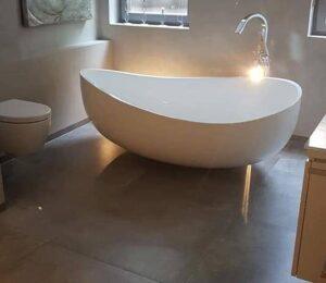 baño con bañera y ducha reformas viviendas en Barcelona